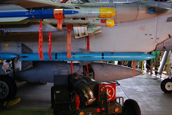 航空自衛隊:99式空対空誘導弾(...
