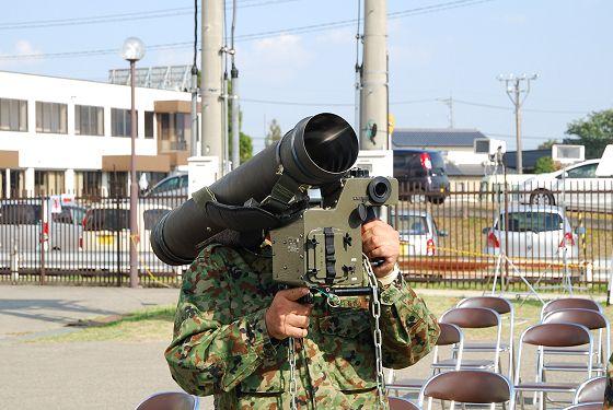 陸上自衛隊:01式軽対戦車誘導弾...