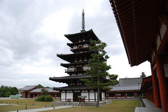 http://takaoka.zening.info/Nara/Nara/Yakushiji_Temple/photo/Dsc_8204_m.jpg