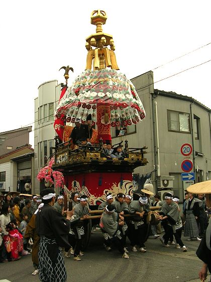 御車山祭:守山町・山車の曳き回...