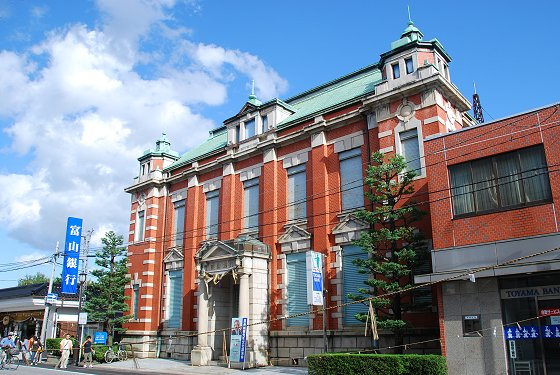 北陸 銀行 本店